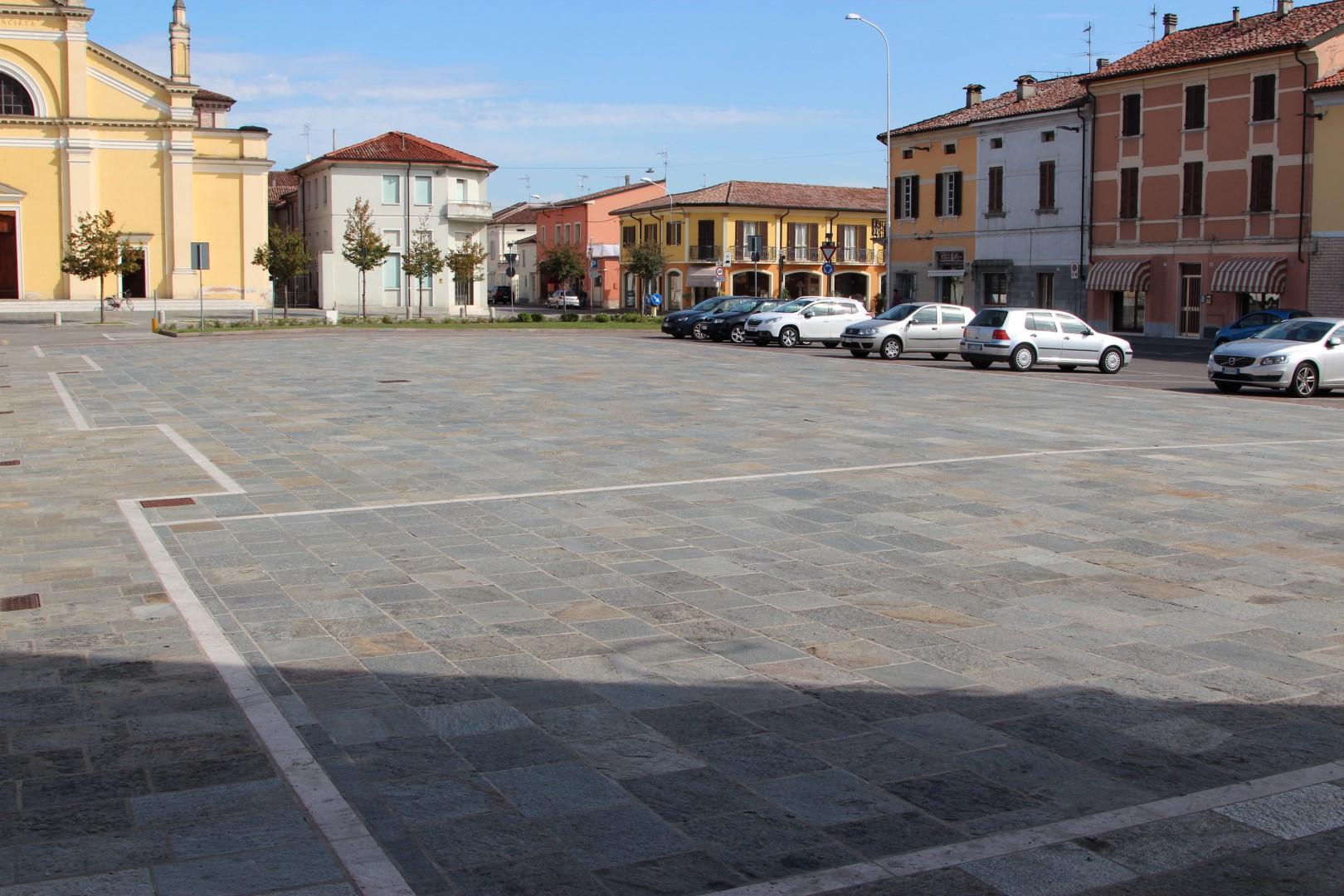 Piazza Comaschi - Gussola (CR)